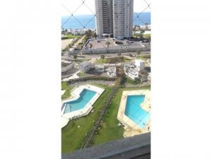Cómodo y lindo departamento piso 14, gran vista, amoblado, en condominio, estacionamiento, piscina,