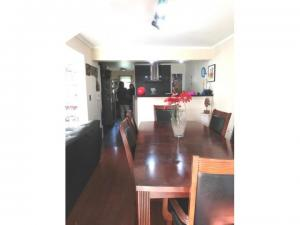 Completa casa 2 pisos 150/250, 5 dormitorios 3 baños, cocina integrada, piscina, bodega, calefacción